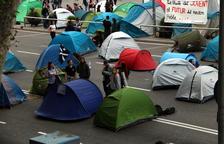 Los acampados en plaza Universitat esperan una semana «tensa» y aseguran que no se moverán «pase lo que pase»