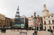 Una imatge d'arxiu de l'arbre de Nadal al Mercadal l'any passat.