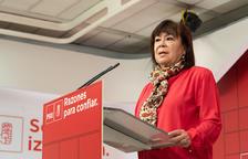 La presidenta del PSOE agraeix la tasca dels policies que, «s'estan jugant la vida» a Catalunya