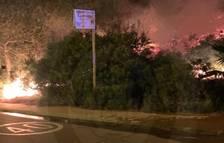 Imatge de les flames als matorrals del Vendrell.
