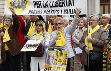 El segon aniversari dels Avis i Àvies per la Llibertat de Reus aplega prop de 300 persones