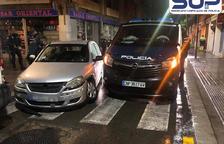 Un conductor begut xoca contra una furgoneta de la Policia Nacional a Barcelona i fereix cinc agents