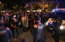 Unas 500 personas dan apoyo al corte de la Jonquera ante la delegación del gobierno español en Barcelona