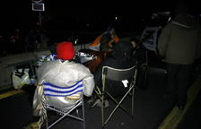 Conciertos, hogueras y tiendas de campaña: los manifestantes de la Jonquera se preparan para pasar la noche