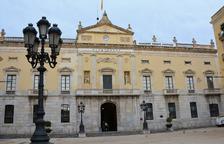 El Ayuntamiento de Tarragona vuelve a colgar la pancarta de «Llibertat presos polítics»