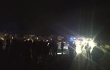 Decenas de personas cortan la autopista AP-7 en l'Ampolla en sentido norte