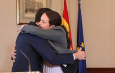 Imatge de Sánchez i Iglesias abraçats després de signar el preacord