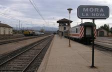 Servei per carretera de l'R15 entre Reus i Ascó perquè un camió ha malmès la catenària