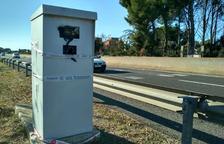 Deu radars del Camp de Tarragona pateixen actes vandàlics durant la matinada