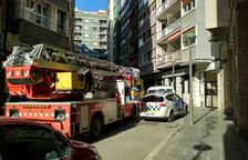 Un incendi a un edifici del carrer de l'Alguer obliga a evacuar els veïns
