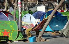 Dos detenidos en el desalojo de la acampada de plaza Universitat