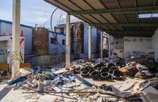 El recinte de l'antiga Bionet a Reus és ara un abocador de runa i neumàtics