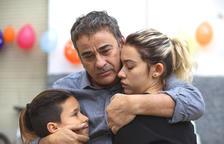 El drama familiar 'La hija de un ladrón' protagonizado por Eduard y Greta Fernández llega en los cines