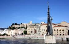 Un defecto de trámite pospone la moción para descatalogar el monumento franquista del Ebro