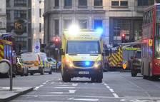 La policía trata como ataque terrorista el apuñalamiento de 5 personas en Londres