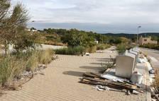 Mas de Moregons, una urbanización entre vertidos y desperdicios