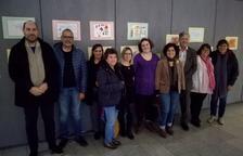 La regidora Montserrat Vilella ha visitat l'exposició acompanyada per un grup de pares, alumnes i professors de l'escola Alba.