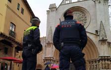 Mossos y Guardia Urbana patrullan juntos por la Part Alta para reducir los delitos