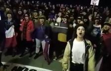 Imagen del momento en el cual se ha cantado 'El violador eres tú'.