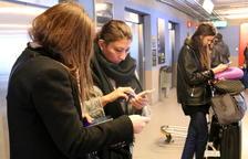 Els tarragonins opten pel castellà a casa, amb els amics i al telèfon mòbil