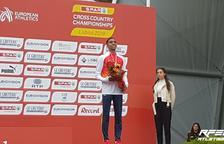 Oukhelfen en el podio con la medalla de bronce.