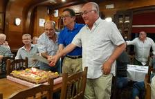 Gornals, Castan y Martín cortando el pastel de aniversario del club.