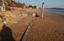 Imatges aèries de la platja Llarga després del temporal