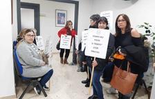 Més treballadors se sumen a la vaga convocada a l'empresa de neteja Tempo
