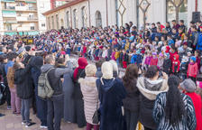 Cerca de 700 niños se unen para cantar un villancico en Constantí