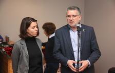El alcalde de Tarragona, Pau Ricomà, dirigiéndose a los periodistas acompañado por la primera teniente de alcalde, Carla Aguilar-Cunill.