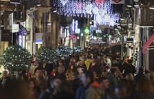 Les compres d'última hora omplen els carrers del centre de Reus