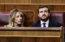 Pablo Casado i Cayetana Álvarez de Toledo, durant el debat d'investidura al Congrés dels Diputats.