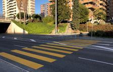 Pintan un paso de peatones de color amarillo en la calle Vidal i Barraquer