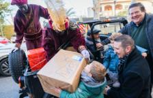 Els Reis Mags entreguen casa per casa més de 400 regals a Cambrils