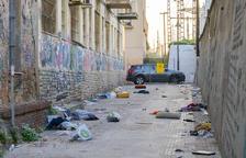 L'Ajuntament té tancat un carreró del Serrallo pel mal estat d'un edifici