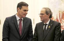 El presidente del gobierno español, Pedro Sánchez, y del presidente de la Generalitat, Quim Torra, juntos en Barcelona el 20 de diciembre de 2018.