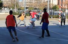 Sis barris de Reus creen equips i impulsen una lligueta de futbol sala solidària