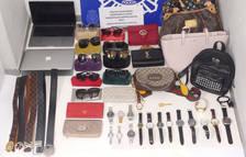 Pla general dels objectes de luxe que portava l'home detingut a l'aeroport del Prat.