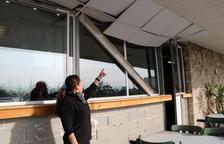 Vecinos indignados por la no activación de sirenas y metralla derramada por la zona, al día siguiente del accidente químico