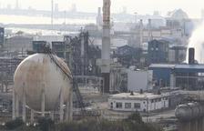 Juez y fiscal visitan la petroquímica IQOXE después de la explosión
