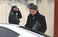 El Mayor del Mossos a la salida de la primera sesión del juicio al Audiencia Nacional.