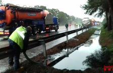 Alerta Transcat por un camión con gasoil accidentado en la AP-7 en Tarragona