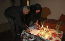 Una família desnonada i amb nens viu sense aigua i a la llum d'espelmes a Reus