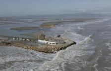 El mar engoleix platges, passejos, arrossars i muscleres al Delta de l'Ebre