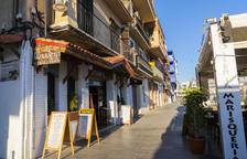 Els negocis es mostren contraris a la proposta de prohibir aparcar al Serrallo