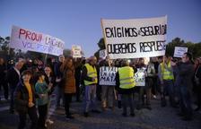 Més de 200 veïns es tornen a manifestar en protesta per l'accident a IQOXE