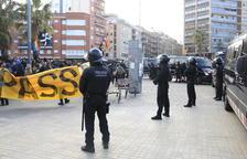 Fort dispositiu policial per separar dos grups d'antifeixistes i ultres a la Meridiana