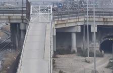 Un vídeo mostra com un cotxe hauria atropellat els estornells