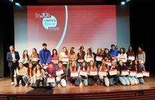 Imagen de los alumnos premiados en los Premios InJUè Emprèn Dipta.
