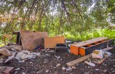 Aboquen mobles i electrodomèstics a la zona del Palomar de Sant Pere i Sant Pau